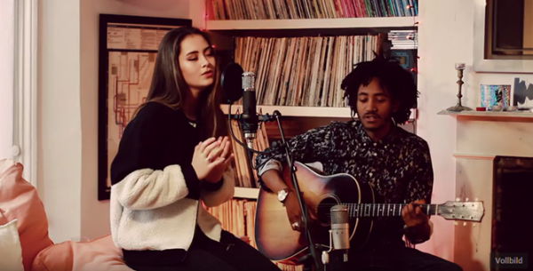 "JASMINE THOMPSON mit einer Unplugged-Version von ""Steady 1234"""